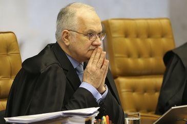 STF: Fachin vota por derrubar isenção fiscal a agrotóxicos