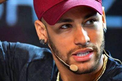 Patrocinadora do atleta, Nike diz que acompanha de perto caso Neymar