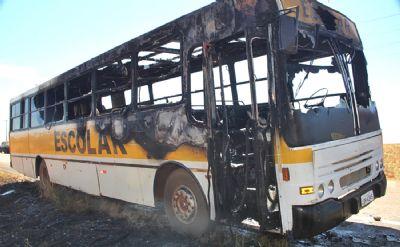 Ônibus escolar pega fogo em Nova Mutum
