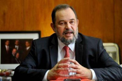 Acidente na Itália mata embaixador do Brasil no Líbano; táxi bateu em caminhão