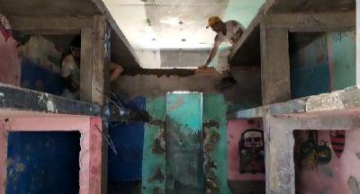 Vídeos mostram presos trabalhando na reforma de celas dos raios 1 e 4 da PCE