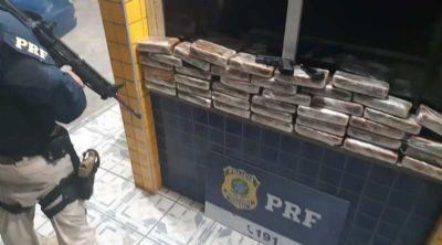 Policial é preso com quase 42 quilos de cocaína escondidos em carro