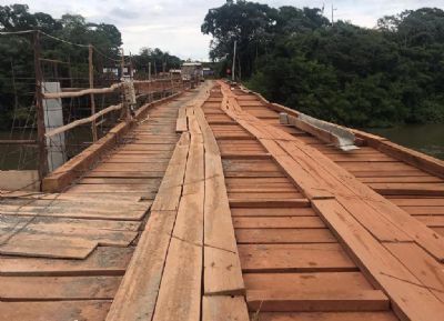Ponte de madeira no rio Teles Pires por risco de desabamento