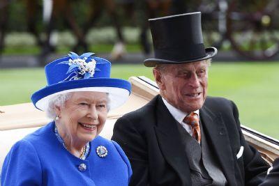 Rainha Elizabeth II e Príncipe Philip são vacinados contra o novo coronavírus