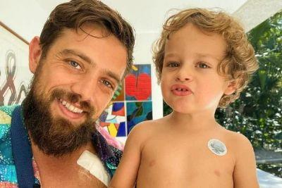 Rafael Cardoso recebe alta e comemora ao lado do filho: 'Curativo igual'