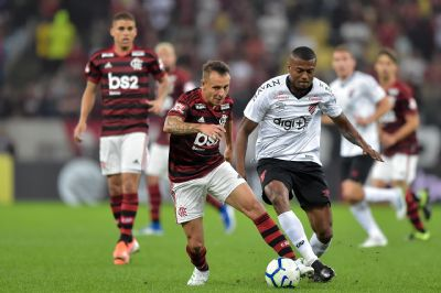 Athletico arranca empate, vence nos pênaltis e elimina Flamengo no Maracanã