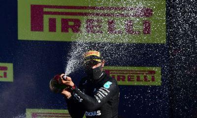 Lewis Hamilton leva Grande Prêmio da Toscana