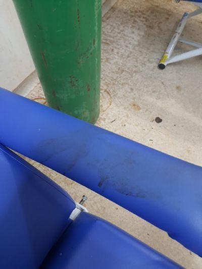 Paciente flagra cadeira com sangue seco em policlínica