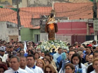 Paróquia se reinventa e celebração de São Benedito terá drive-thru