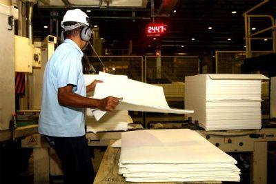 Produção industrial cresce em dez locais de março para abril, diz IBGE