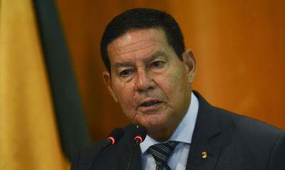 'Vacina é uma questão coletiva, não é individual', diz Mourão