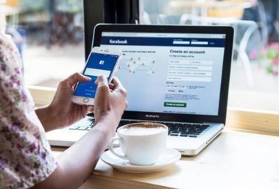 Funcionária dispensada por publicação em rede social é indenizada