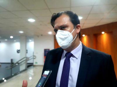 Deputado critica profissionais da educação que tentam escolher vacina
