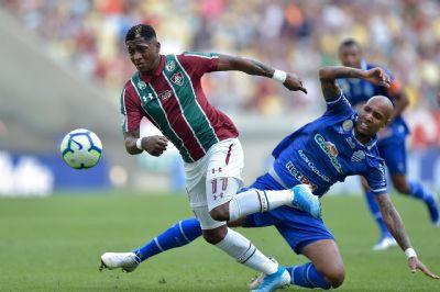 CSA vence Fluminense no Maracanã e torcida tricolor protesta contra equipe