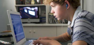 1 em cada 4 adolescentes brasileiros é dependente de Internet, aponta estudo