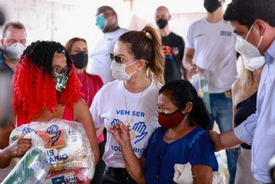 Primeira-dama entrega cestas básicas para 300 artesãos de Cuiabá e Várzea Grande