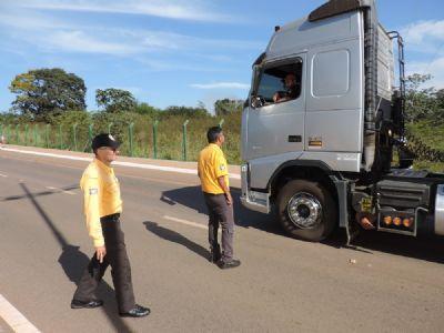 Agentes de trânsito intensificam fiscalização de veículos pesados na zona urbana de Rondonópolis